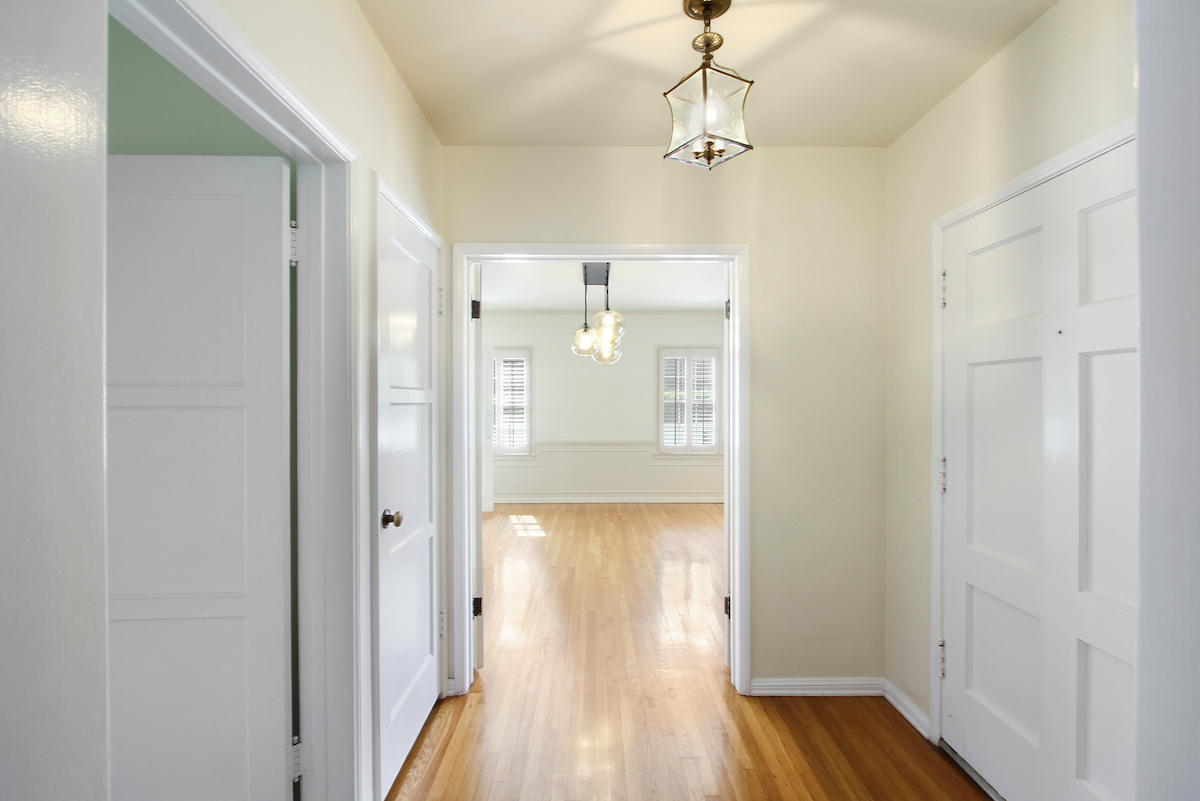 457_23_Street_005-hallway