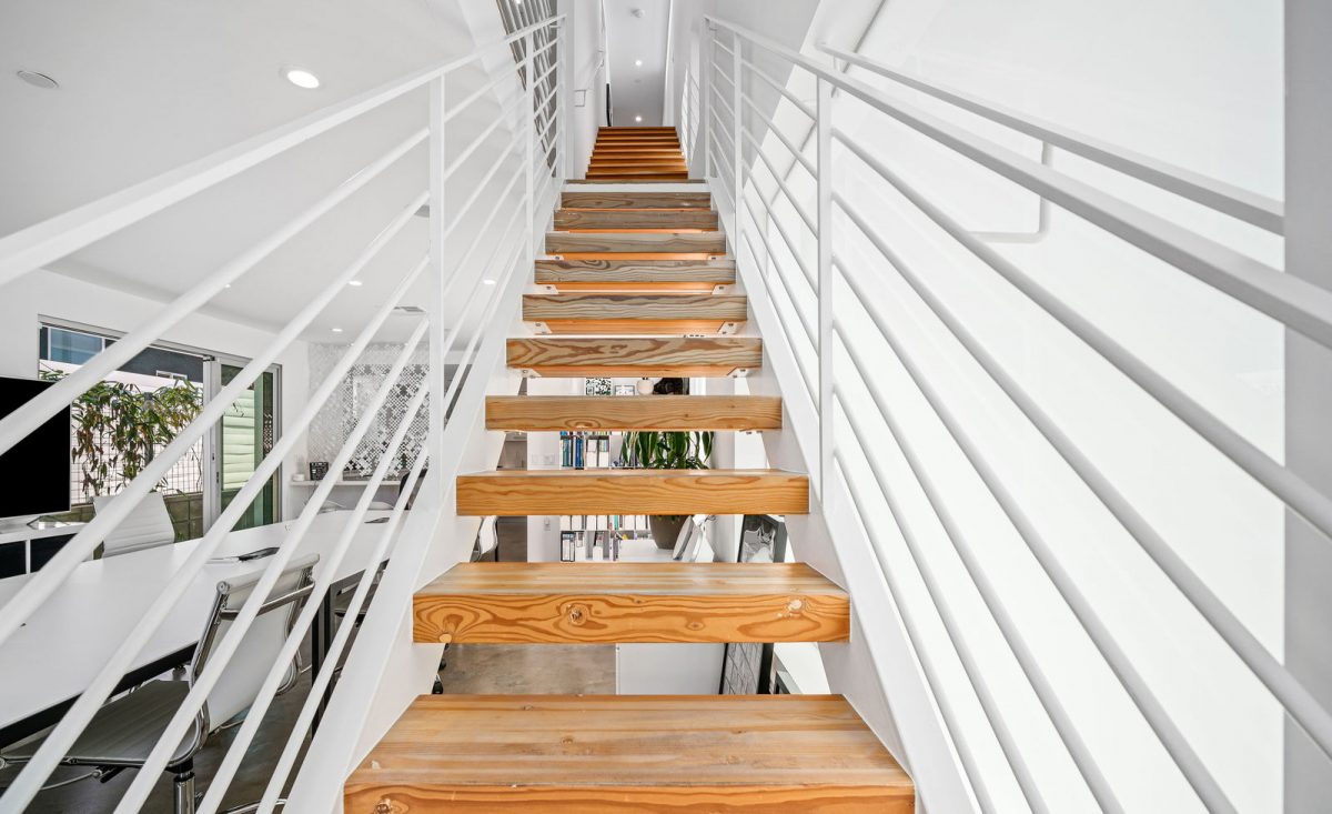 714hamptondr Stairs 21of44
